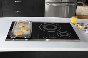 Induction Cooktop With Grill On Bridged Element Pair